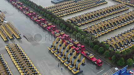 Xinhua Headlines: How China's excavator sales boom resonates with global recovery