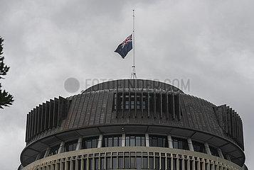 NEUSEELAND-WELLINGTON-FLAG-halbmast-Prince Philip-BEILEID