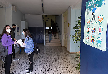 GRIECHENLAND-GLYFADA-HIGH SCHOOL-WIEDERERöFFNUNG