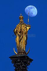 Mariensaeule  Mond  Muenchen  Maerz 2021