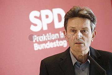 Rolf Muetzenich - Pressestatement mit der Vorsitzende der SPD-Bundestagsfraktion  Deutscher Bundestag  Reichstagsgebaeude  13. April 2021