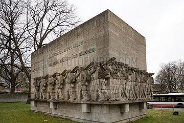 Deutschland  Hamburg - Umstrittenes Kriegerdenkmal fuer Gefallene des Infanterieregiments Nr. 76 im 1. Weltkrieg  errichtet 1936 am Stephansplatz beim Dammtor
