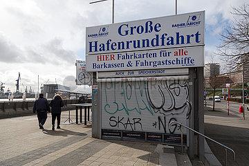 Deutschland  Hamburg - Corona-Tristesse bei den Landungsbruecken  eine der wichtigsten Touristenattraktionen der Stadt