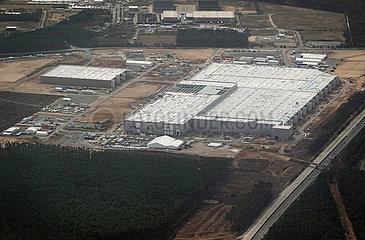 Gruenheide  Deutschland  Luftbildaufnahme: Baustelle der Tesla Gigafactory Berlin-Brandenburg