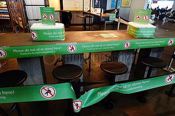 Frankfurt am Main  Deutschland  Auswirkungen der Coronapandemie: geschlossene Gastronomie im Terminal des Flughafen
