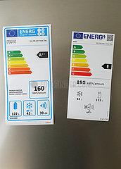 Berlin  Deutschland  altes und neues Energieeffizienzlabel auf einer Kuehlschranktuer. Ab dem 01.03.2021 gelten in der EU fuer neue Elektrogeraete statt der alten Energieeffizienzklassen A+++ bis D die neuen Klassen A-G