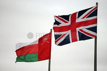Riad  Saudi-Arabien  Nationalfahne des Oman (links) und von Grossbritannien