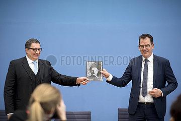 Jan Kreutzberg  Gerd Mueller  Weltbevoelkerungsbericht