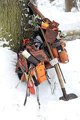Kretscham  Deutschland  Arbeitsgeraete eines Forstarbeiters
