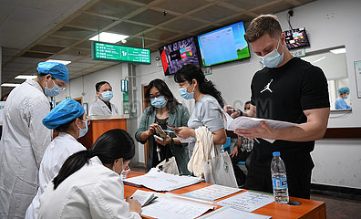 CHINA-GUANGDONG-FOREIGNERS-COVID-19-VACCINATION (CN)