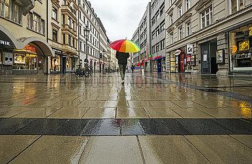leere Sendlinger Strasse  Regen  Muenchen  19. April 2021