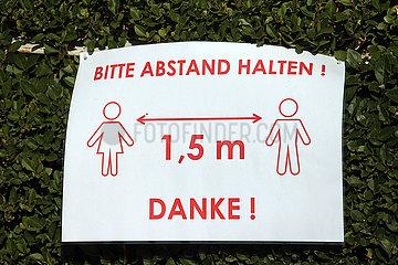 Iffezheim Deutschland  Auswirkungen der Coronapandemie: Bitte auf das Einhalten des Sicherheitsabstandes