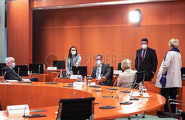 Seehofer + Muentefering + Pronold + Karliczek + Heil + Gruetters