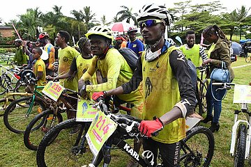 UGANDA-KAMPALA-Weltmalariatag-Losfahren