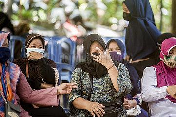 INDONESIEN-YOGYAKARTA-U-BOOT-LOST-RELATIVES