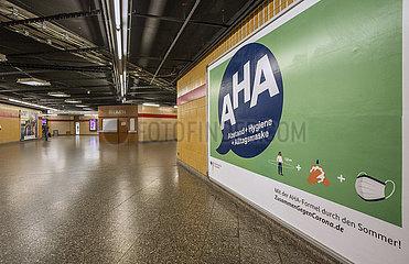 AHA Kampagne  Plakat im U-Bahnhof  Muenchen  August 2020