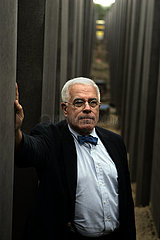 Architect Peter Eisenman stands at Holocaust Memorial