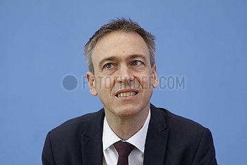 Bundespressekonferenz zum Thema: Vorstellung der Fruehjahrsprojektion der Bundesregierung 2021
