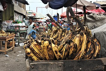 GHANA-ACCRA-ROASTED PLANTAIN