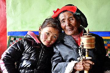 (InTibet) CHINA-TIBET-EHEMALIGE SERF-NEW LIFE-LHACHOK (CN)