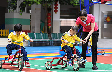 CHINA-GUANGDONG-DIENST HOUSE- 'Angel MOMS' (CN)