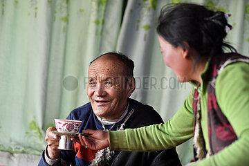 (InTibet) CHINA-TIBET-EHEMALIGE SERF-NEW LIFE-YANGDO (CN)