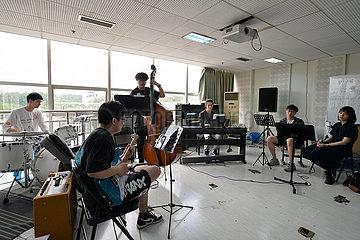 CHINA-SICHUAN-CHENGDU JAZZ-MUSIC-FOREIGN TEACHER (CN)