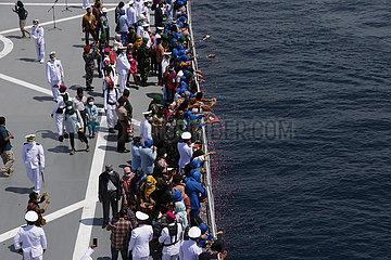 INDONESIEN-BALI-U-BOOT-LOST-RELATIVES-TRIBUTE