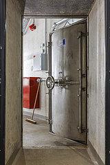 Sicherheitstuer im Maschinenraum  Pumpwerk Oberhausen  Emscherumbau  Neubau Abwasserkanal Emscher  Ruhrgebiet  Oberhausen  Nordrhein-Westfalen  Deutschland