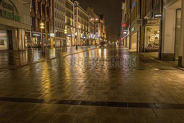 Muenchen  Kaufingerstrasse  naechtliche Ausgangssperre  30. April 2021