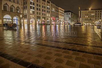 Muenchen  Marienplatz  nachts  naechtliche Ausgangssperre  30. April 2021