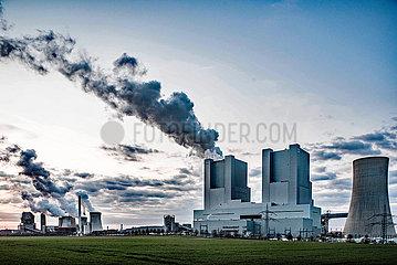 Kohlekraftwerk Neurath bei Sonnenuntergang