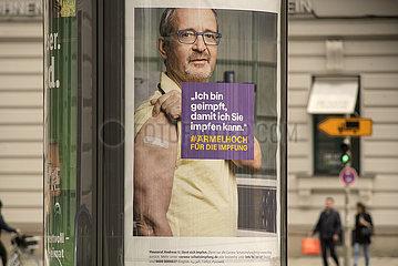 Impfkampagne des Bundesgesundheitsministeriums  Plakat an Litfassaeule  Muenchen  Mai 2021