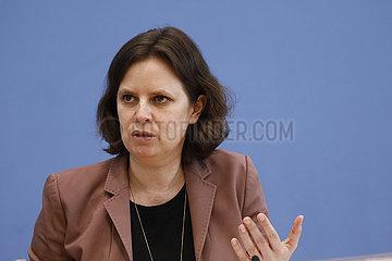 Bundespressekonferenz zum Thema: Kinderreport 2021 (Mediensucht von Kindern und Jugendlichen)
