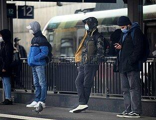 Menschen mit Maske
