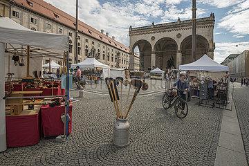 Marktstaende auf dem Odeonsplatz  September 2020