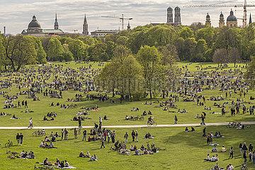 Englischer Garten  Fruehlingstag  Lockdown  Muenchen  8. Mai 2021