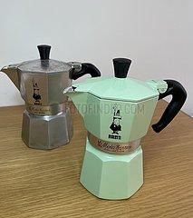 ITALIEN-ROM-BIALETTI COFFEE POTS-TURNAROUND