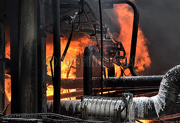 SYRIEN-HOMS-REFINERY-FIRE