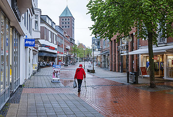 Fussgaengerzone in Zeiten der Corona Pandemie  Lockerungen in Coesfeld  Nordrhein-Westfalen  Deutschland