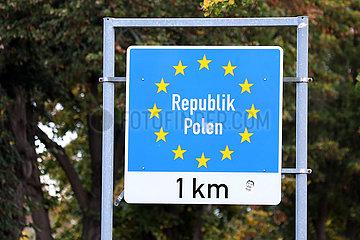 Kuestrin  Deutschland  Schild der Europaeischen Union an der Staatsgrenze zur Republik Polen