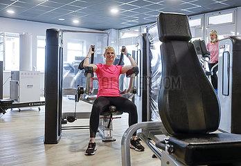 Fitnesstraining in Zeiten der Corona Pandemie  Lockerungen in Coesfeld  Nordrhein-Westfalen  Deutschland