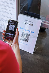 Luca-App  Fitnesstraining in Zeiten der Corona Pandemie  Lockerungen in Coesfeld  Nordrhein-Westfalen  Deutschland