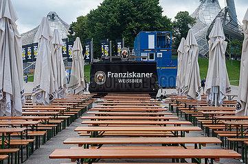 Muenchen  Germany  Leere Baenke und Tische in einem Biergarten im Olympiapark