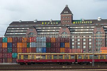 Berlin  Deutschland - Westhafen Berln und Berliner S-Bahn am Ring