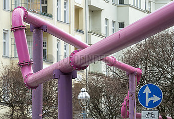 Berlin  Deutschland - Ueberirdische Entwaesserungsrohre von Baustellen