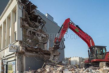 Berlin  Deutschland - Abriss eines Geschaeftshauses in der Turmstrasse in Berlin-Moabit