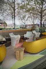 Deutschland  Bremen - Verwaiste Lobby eines Hotels der Kette prizeotel im Sparbetrieb in Corona-Zeiten