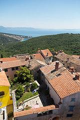 Kroatien  Labin - das malerische  altertuemliche Bergstaedtchen Labin  Blick Richtung Kvarner Bucht