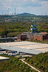 Industrielandschaft im Ruhrgebiet  Logistik Gewerbeansiedlung  Zeche Ewald in Herten  Uniper Kraftwerk Scholven in Gelsenkirchen  Ruhrgebiet  Nordrhein-Westfalen  Deutschland  Europa